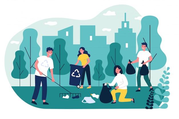 Счастливые волонтеры собирают мусор в городском парке
