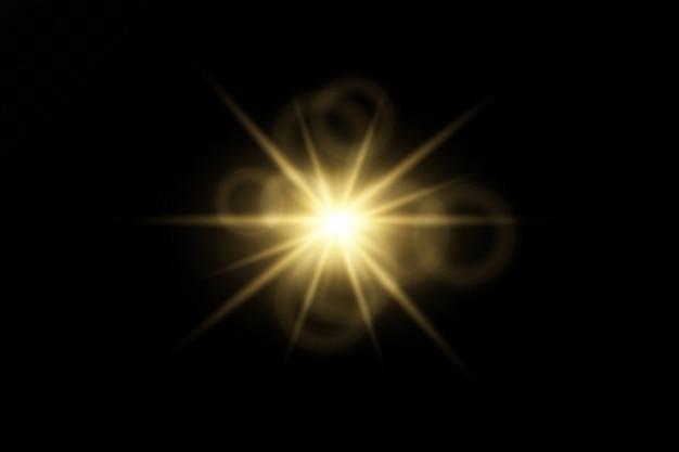 透明な背景のフラッシュ、ライト、および輝きのセット。明るい金色の閃光とまぶしさ。分離された抽象的な黄金色の光明るい光線