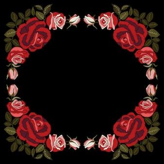 黒地に赤いバラ刺繍。