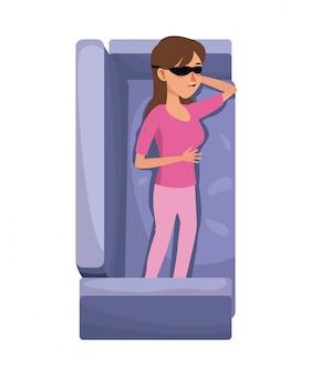 ピンクのパジャマとアイマスクの休憩ソファを持つキャラクターの女性
