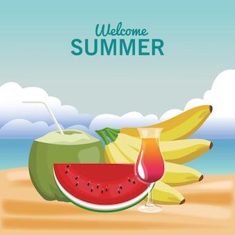 Приветственный летний коктейль из кокоса и фрукты