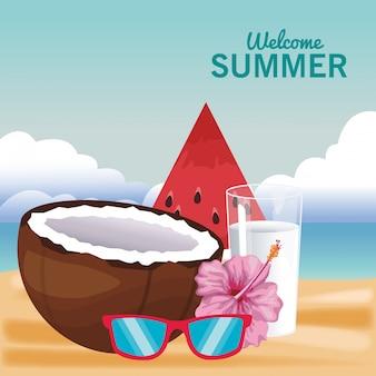 Приветствие летнего коктейля и фруктов с солнцезащитными очками