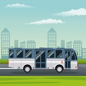 通りのバス交通機関のある街の風景