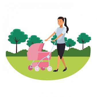 乳母車の公園の景観を持つ女性