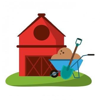農家の家と手押し車の地面とシャベル