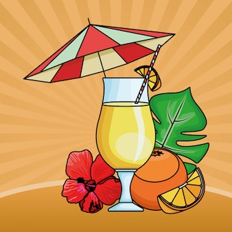 ビーチパラソルの下でフルーツとオレンジジュース