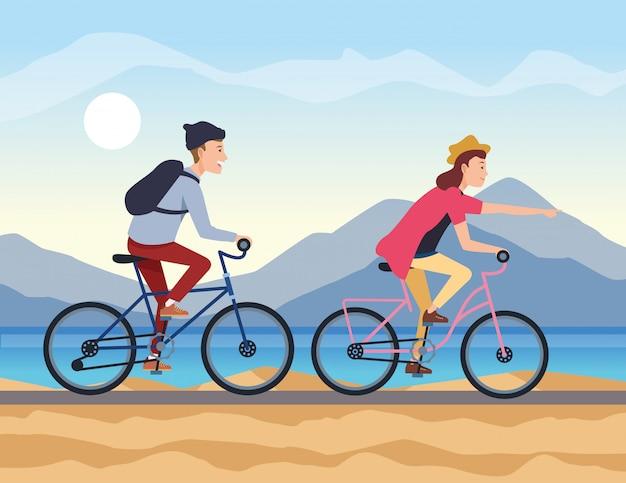 若いカップルが自転車で旅行します。
