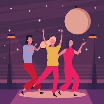 踊って楽しんでいる人