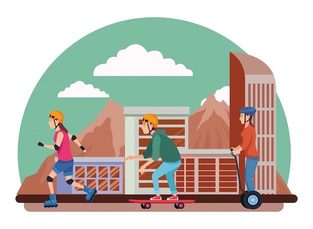 Люди со скутером и скейтбордом