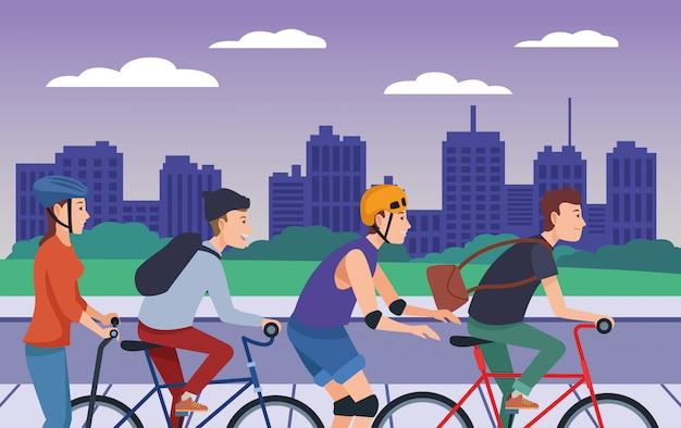 Люди, катающиеся на велосипедах, скутерах и коньках