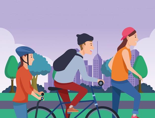 Люди с велосипедами скейтборд и скутер
