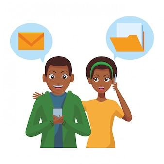 スマートフォンを使用して郵送するカップル