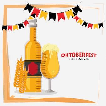 Праздник октоберфест с бутылками пива