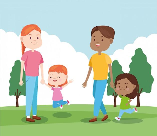 Счастливая семья со своими маленькими дочерьми в парке