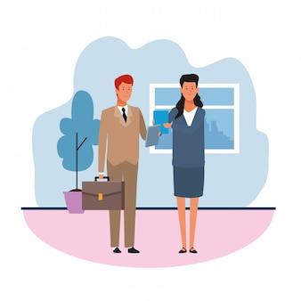 Бизнесмен и женщина в офисе