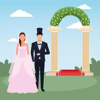 エレガントな結婚式のカップルと風景の上の花のアーチ