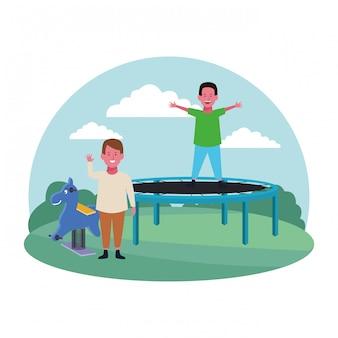 Детская зона, милые мальчики, прыгающие на батуте и весенняя конная площадка