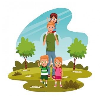 Мужчина несет мальчика на плечах и детей в парке