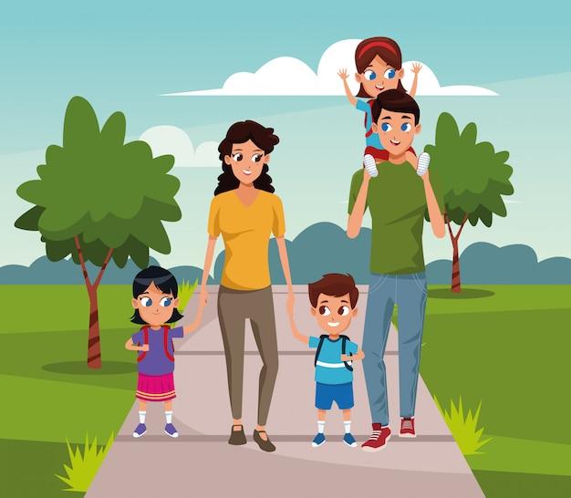 公園を歩いている小さな子供たちと幸せな家族