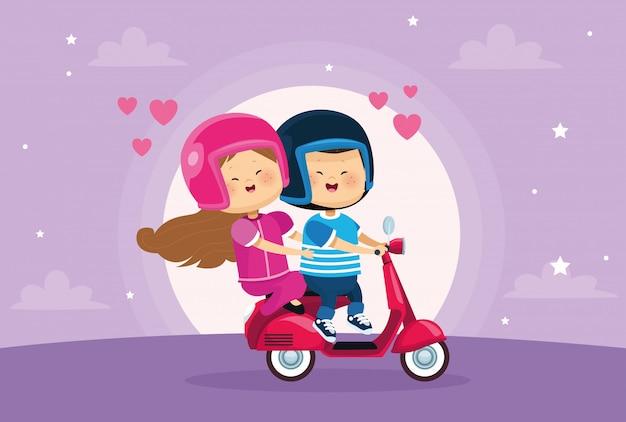 オートバイのかわいい小さな子供カップル愛好家