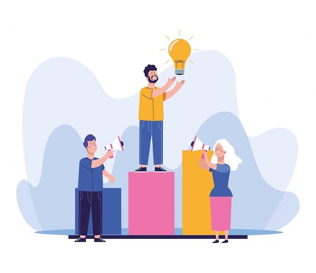 男と女のメガホンとグラフバーグラフ上に立っている電球光を持つ男を使用して