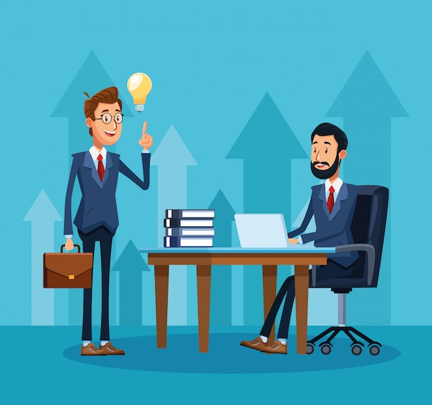 Мультфильм бизнесмен стоял и бизнесмен, сидя на рабочий стол