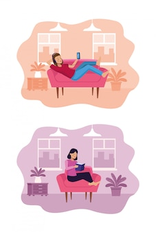 Женщина в гостиной, используя смартфон и читая книгу