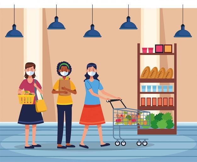 フェイスマスクとスーパーで買い物をする女性