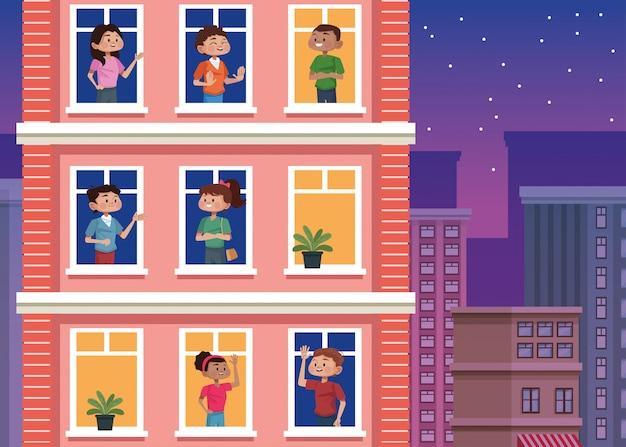 人々は建物の窓に家にいます