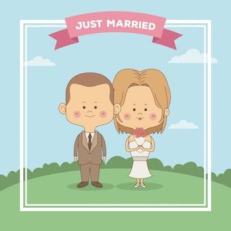 Только что женился пара невесты с блондинкой волосы и жених со стрижкой