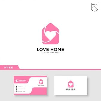 Дом логотип с сердцем и шаблон визитной карточки