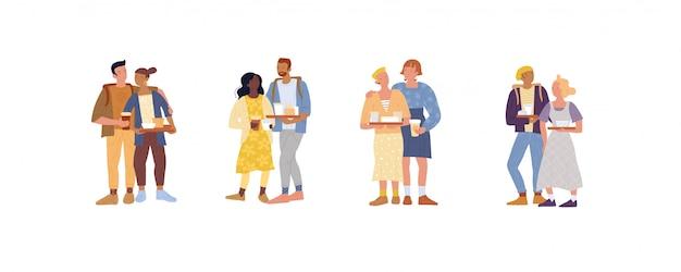 友達、恋人、レズビアン、ロマンチックなカップルが一緒に立って、フードトレイを保管しています。コーヒーブレイク。