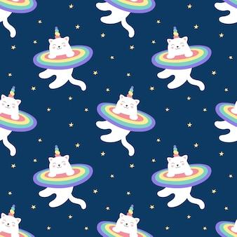 Бесшовный узор волшебный котенок единорог, радуга, звездное небо. милый белый кот летит в космосе. иллюстрации для детей. печать для упаковки, ткани, текстиля, обоев.