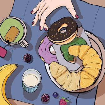 Завтрак вид сверху. здоровый, свежий завтрак, пончики, бананы, круассаны и ягоды.