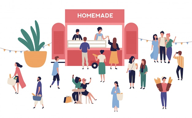 Киоск или ларек с вкусной домашней едой, очаровательные люди, покупающие и продающие уличную еду на открытом фестивале, летний открытый рынок или сезонную ярмарку.