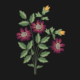 ピンク、黄色、緑のステッチのイラストが刺繍された草原の花。