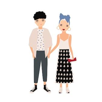 Молодой мужчина и женщина, одетые в элегантную одежду, стоял вместе. модная пара, стильная пара.