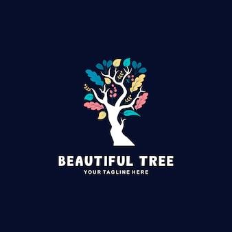 Дерево с логотипом в виде листьев