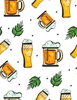 白い背景の上のビールのグラスと手描きのシームレスなパターン。