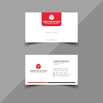 Чистая белая визитка с красными деталями