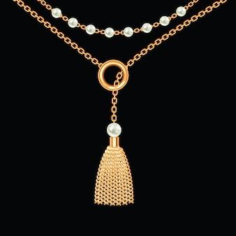Фон с золотой металлик ожерелье. кисточка, жемчуг и цепочки. на черном. векторная иллюстрация