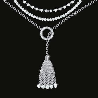 シルバーメタリックネックレスと背景。タッセル、宝石、チェーン。