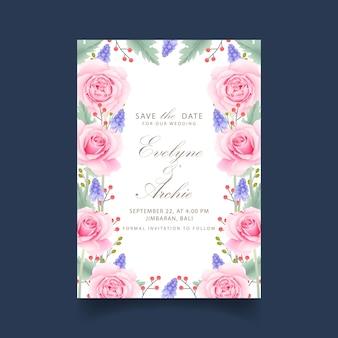 ピンクのバラとムスカリの花と花の結婚式の招待状