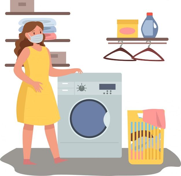 女性は医療用マスクを使用しながら自宅で洗濯をしています