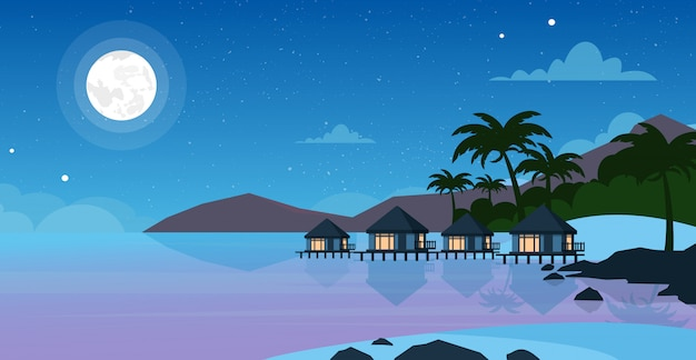 ホテルの美しい夜の海のビーチのイラスト。月と空の星と夜の海の海辺の小さな別荘。夏の風景、フラットスタイルの休暇の概念。