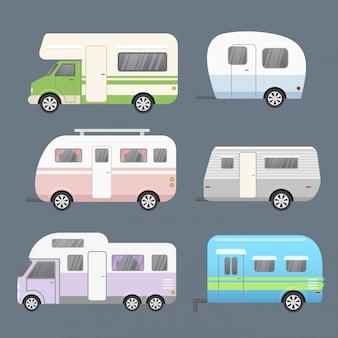 さまざまな種類のキャンプトレーラーのセット、モバイルホームを旅行します。フラットな漫画のスタイルの灰色の背景に分離された旅行コレクションのトレーラー。