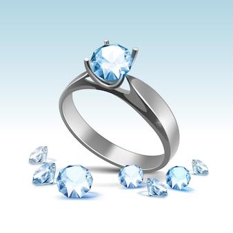 Серебряное обручальное кольцо с голубыми блестящими прозрачными бриллиантами крупным планом изолированного
