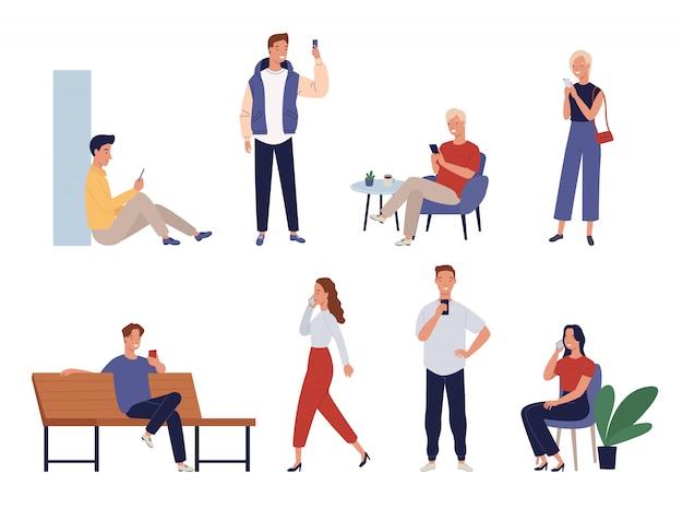 Коллекция людей, использующих мобильные телефоны или принимающих селфи.