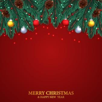 モミは松ぼっくりでガーランドを残し、背景が赤のクリスマスデコレーションの安物の宝石ボールをぶら下げ