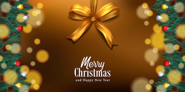 Рамка из еловых листьев гирлянды с блестящей золотой лентой с боке для роскошной элегантной рождественской вечеринки
